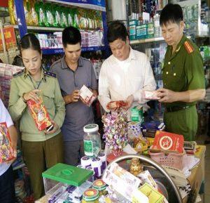 Đồng loạt ra quân kiểm soát chặt thị trường thực phẩm trong dịp Tết