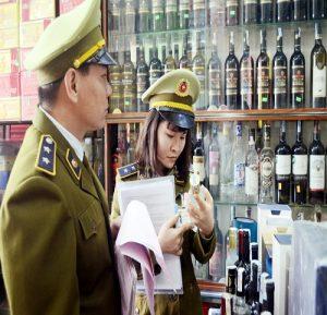 Nhập lậu lượng lớn rượu không rõ nguồn gốc về Việt Nam bán dịp Tết